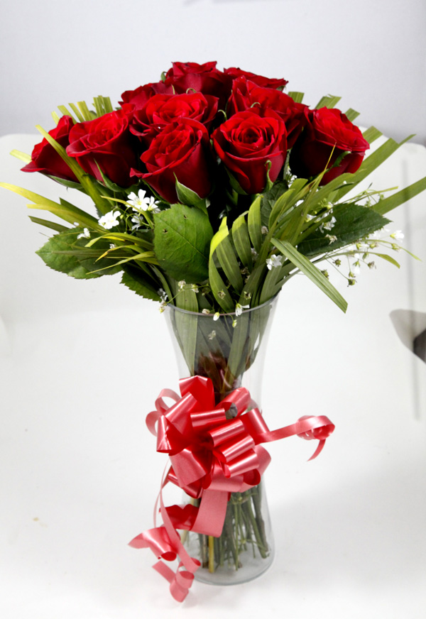 12 Red Roses in Glass Vase flowers delivery in 12 Red Roses in Glass Vase