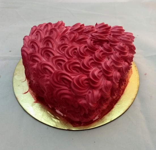 1Kg Red Rose Heartshape Cake