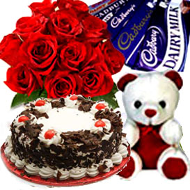 Bunch of 15 Roses, 1/2kg Cake, Chocolate and small teddy