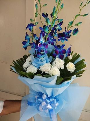 Elegant Bunch of Blue Orchid and White Carnation